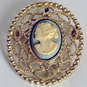 Vintage Sarah Coventry Blue Cameo Brooch Pendant